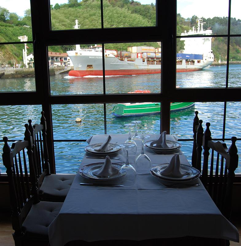 Comedor del Restaurante Txulotxo en Pasajes de San Juan